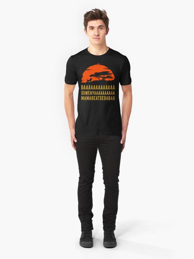 Alternative Ansicht von BAAAAAAAAAAAAA SOWENYAAAAAAAAAA MAMABEATSEBABAH Afrikanisches Löwe-T-Shirt Slim Fit T-Shirt