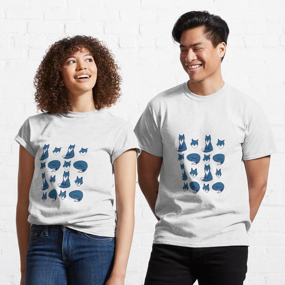 Blue Fox pose Classic T-Shirt