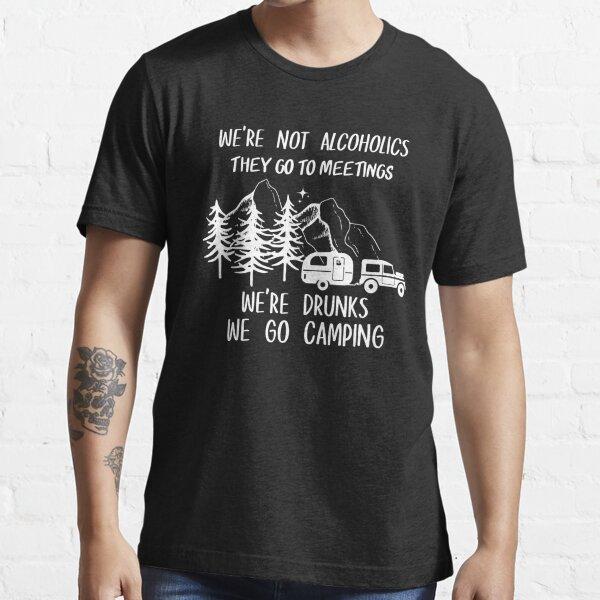 Wir sind keine Alkoholiker. Sie gehen zu Meetings. Wir sind Betrunkene. Wir gehen Campinghemd Essential T-Shirt
