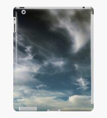 Wispy Horsetail Clouds Floating High iPad Case/Skin
