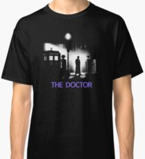 The 10th Doctor meets a new enemy. Classic T-Shirt