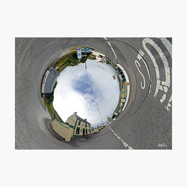 Glencolmcille - Biddy's Crossroads Pub(Sky-in) Photographic Print