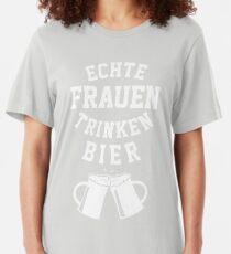 Echte Frauen Trinken Bier Slim Fit T-Shirt