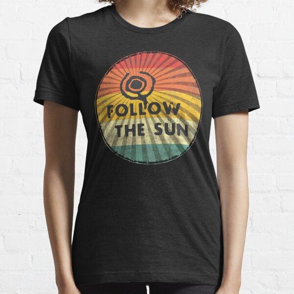 Folge der Sonne - dein neues Balearen Design ist da! Essential T-Shirt