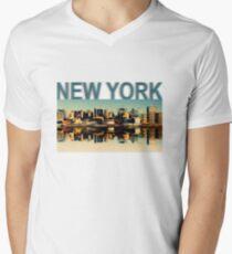Vintage Manhattan Skyline, New York City - T-Shirt design Mens V-Neck T-Shirt