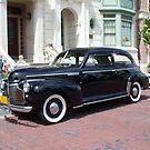Vintage car on a city street von Irisangel