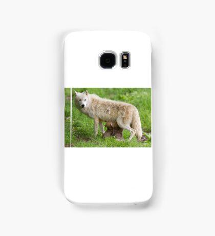 Arctic wolf feeding pups Samsung Galaxy Case/Skin