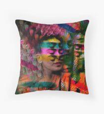 Una, Nessuna e cento Frida Throw Pillow