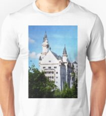 Neuschwanstein castle in watercolor T-Shirt