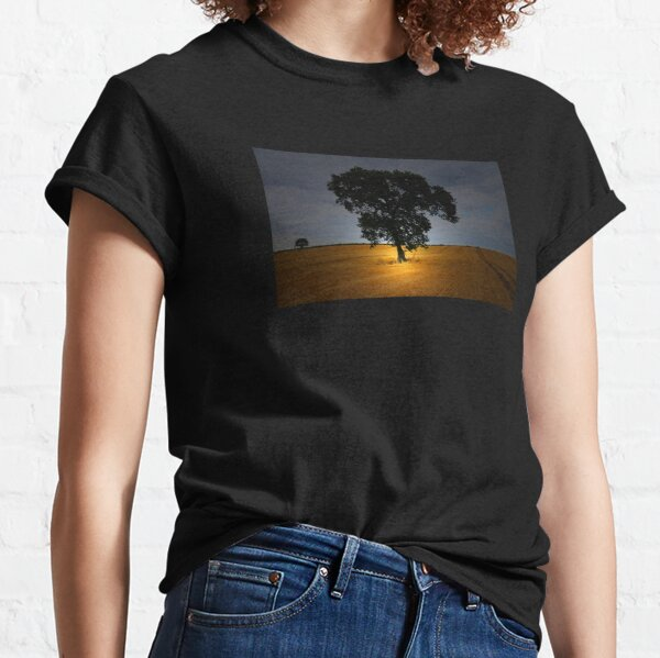 THE TREE IN THE FIELD Classic T-Shirt