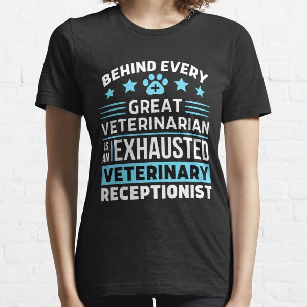 Hinter jedem großartigen Tierarzt steht eine erschöpfte Tierärztliche Empfangsdame Essential T-Shirt