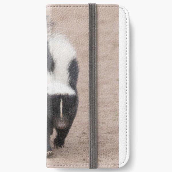 Skunk has right of way iPhone Wallet