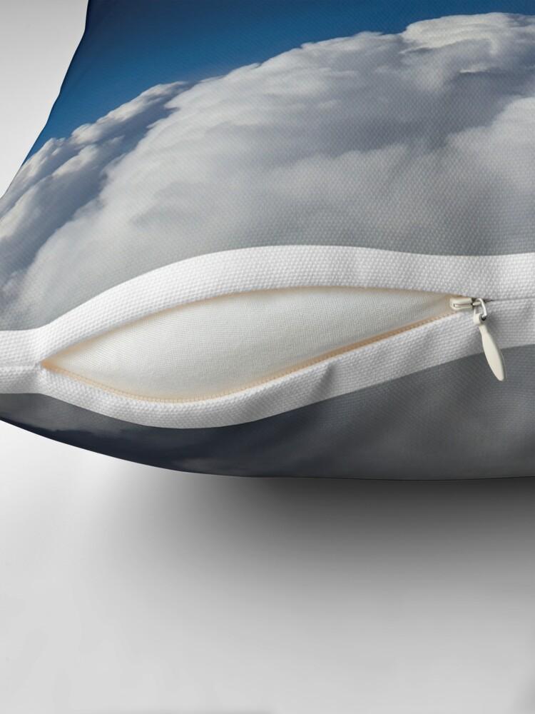 Alternative Ansicht von Clouds up High Dekokissen