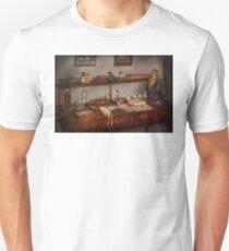 Doctor - Vet - The desk of a Veterinarian T-Shirt