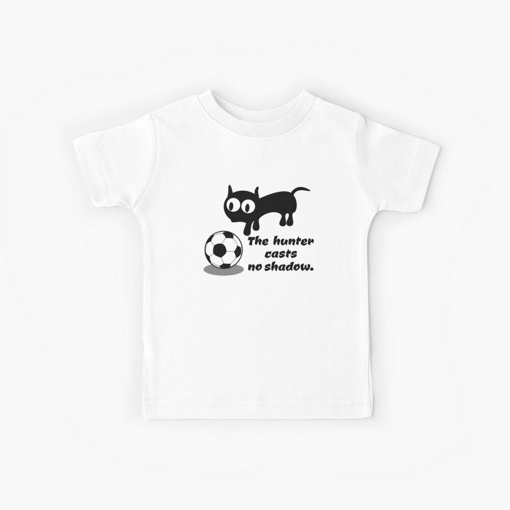 Gato cazando una pelota Camiseta para niños