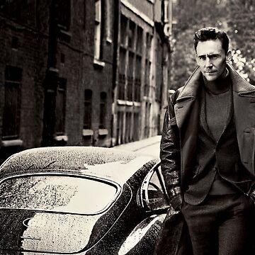 Tom Hiddleston by sophietask
