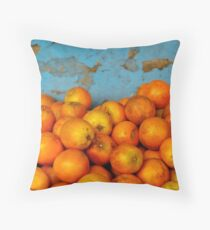Naranjas Throw Pillow