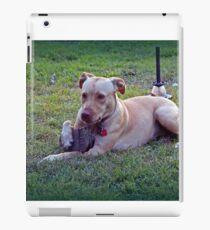 Maci With Her Treasures in the Yard iPad-Hülle & Skin