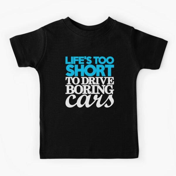 La vie est trop courte pour conduire des voitures ennuyeuses (1) T-shirt enfant