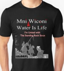 Mni Wiconi - Water is Life - I'm united with the Standing Rock Sioux. T-Shirt