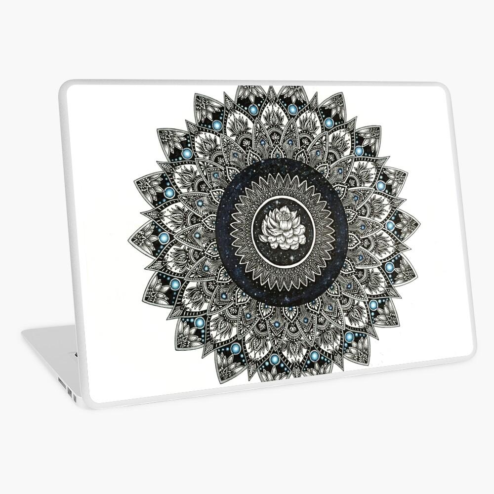 Schwarzweiss-Blumen-Mandala mit blauen Juwelen Laptop Folie
