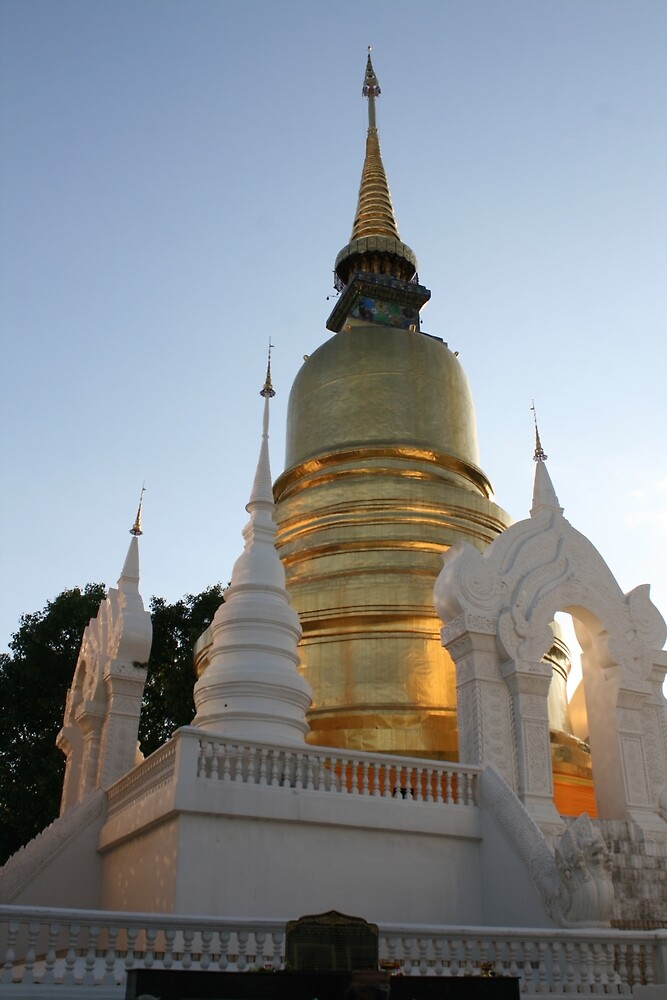Temple in Thailand by hudsoncsmith