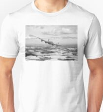 Home stretch: Lancaster over England, B&W version Unisex T-Shirt