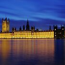 Houses of Parliament, London at night. by LaHickmana