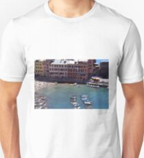Boats on the coast of Vernazza, Vulnetia, a small town in province of La Spezia, Liguria, Italy. It is one of the lands of Cinque Terre, UNESCO World Heritage Sit Unisex T-Shirt
