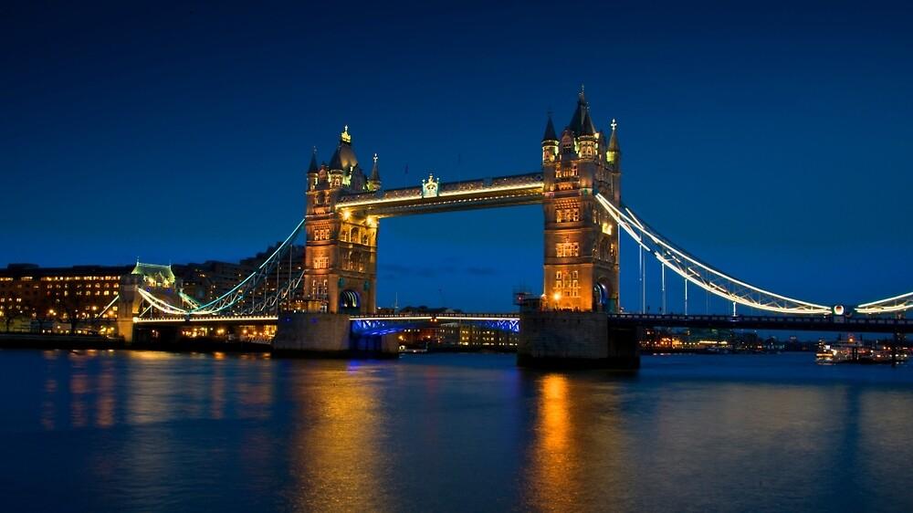 Tower bridge at dusk  by Andrea Rapisarda