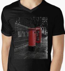 London Phone Box and Royal Mail Postal Box Men's V-Neck T-Shirt