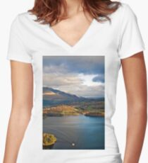 Derwent from Cats Bells Women's Fitted V-Neck T-Shirt