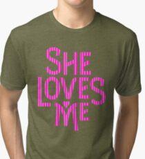 Camiseta de tejido mixto She Loves Me - logo arte