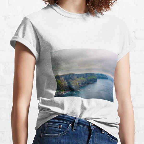 Klippen von Moher, Grafschaft Clare, Irland Classic T-Shirt