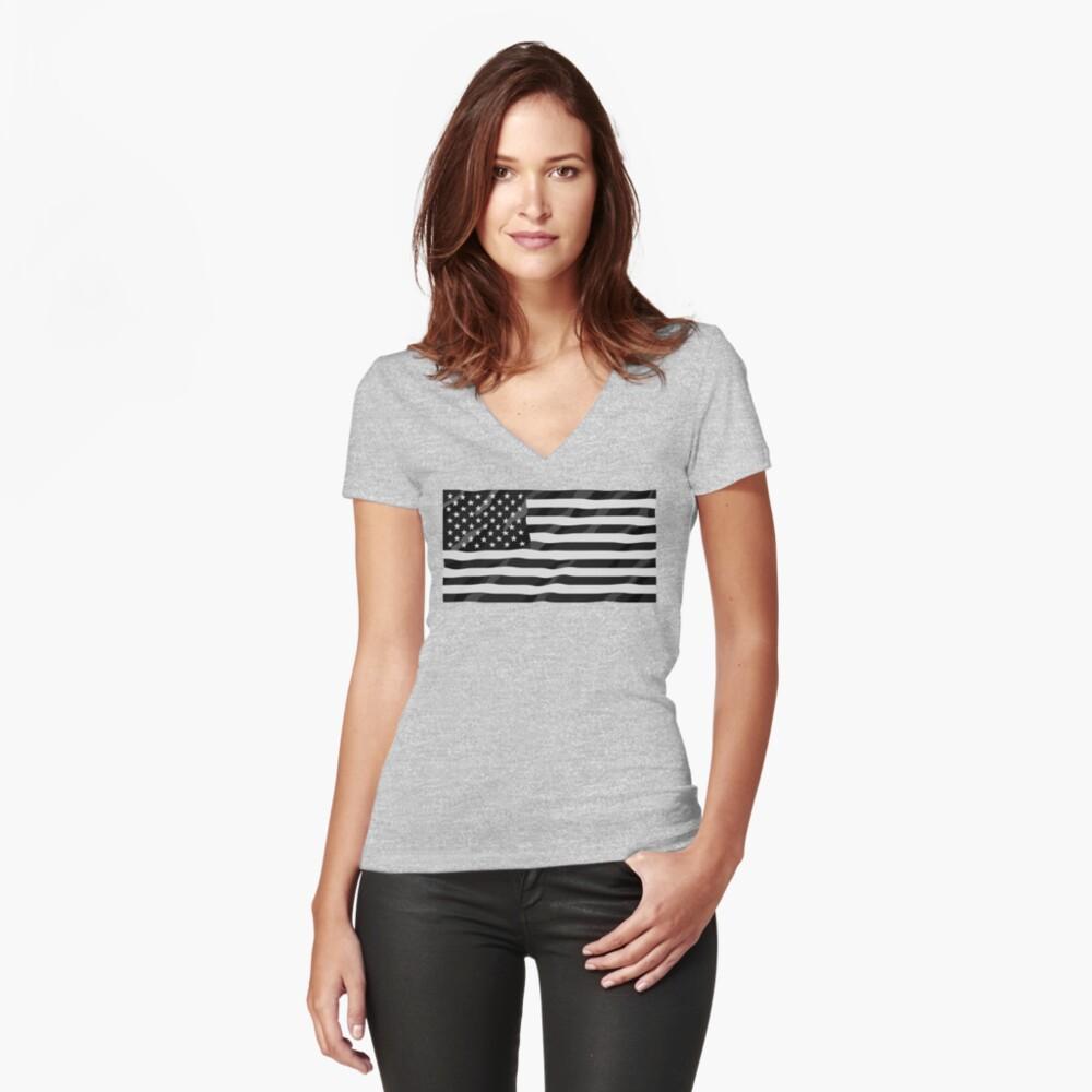 Bandera americana blanco y negro Camiseta entallada de cuello en V