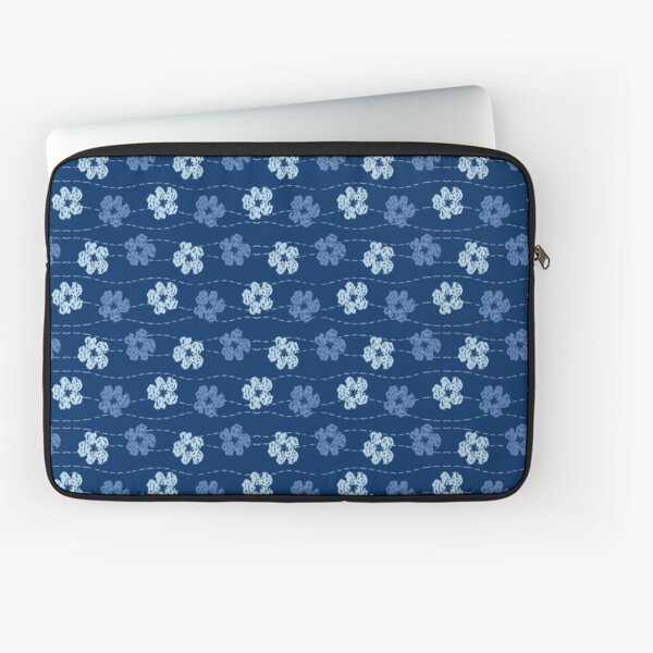 Embroidered look flowers pattern - stitched effect flowers Laptop Sleeve
