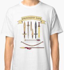 Demigod Life enthält Waffen Classic T-Shirt