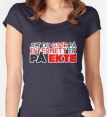 Alt du gjør på Internett er på ekte Women's Fitted Scoop T-Shirt