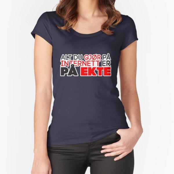 Alt du gjør på Internett er på ekte Fitted Scoop T-Shirt