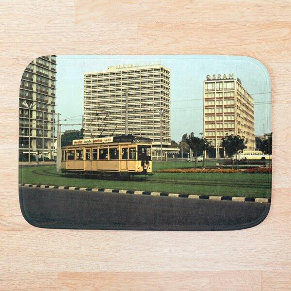 Straßenbahn auf dem Ernst-Reuter-Platz, 1965 Badematte