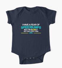 I have a fear of SPEEDBUMPS (1) Baby Body Kurzarm