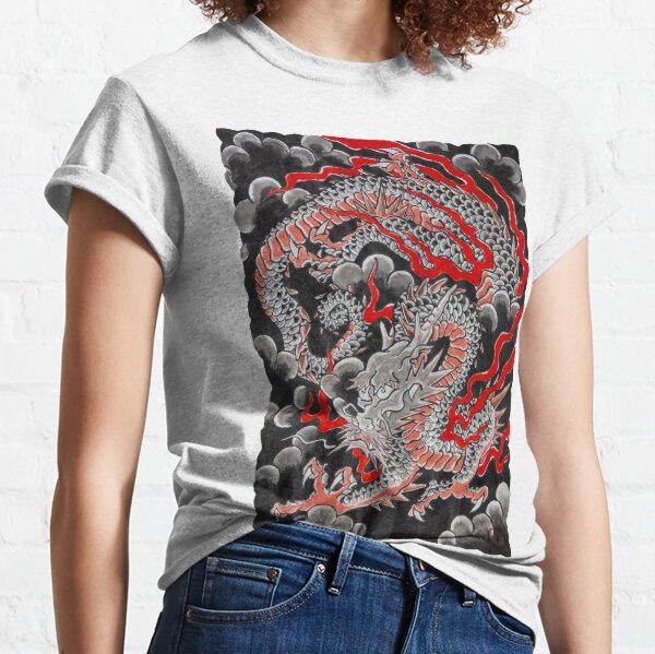 Dragón Negro con Fuego y Nubes Camiseta clásica
