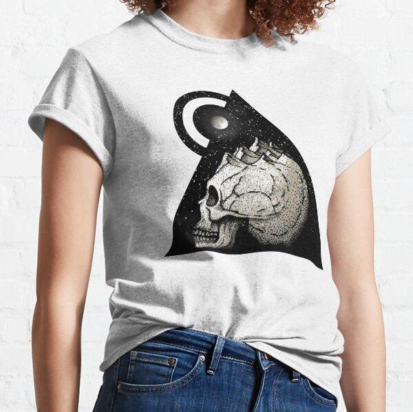traveler's skull Classic T-Shirt