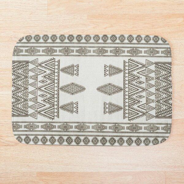White Oriental Traditional Moroccan Farmhouse Style Bath Mat