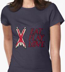 Essen, Flay, Liebe Tailliertes T-Shirt für Frauen