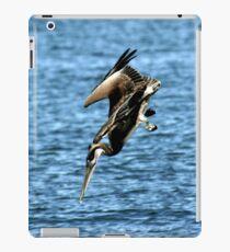DIVING BROWN PELICAN iPad Case/Skin