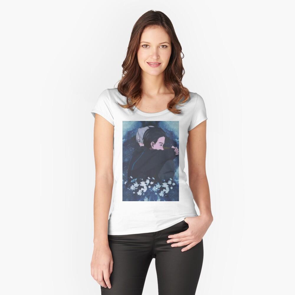 victuuri; Eros Tailliertes Rundhals-Shirt