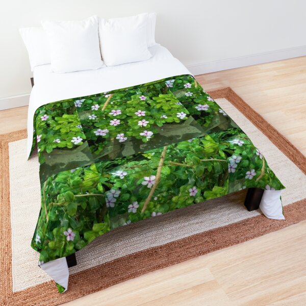 FLOWERS WITH GREEN LEAVES Comforter