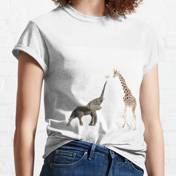 The giraffe and the elephant Classic T-Shirt