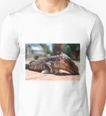 Bobtail Goanna dining out! Unisex T-Shirt